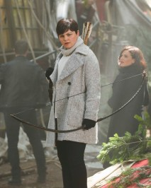 "ONCE UPON A TIME ""The Savior"" As ""Once Upon a Time"" returns to ABC for its sixth season, SUNDAY, SEPTEMBER 25 (8:00 9:00 p.m. EDT), on the ABC Television Network, so does its classic villain the Evil Queen. (ABC/Jack Rowand) GINNIFER GOODWIN"